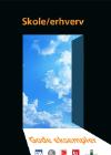En åben dør ud til en blå himmel